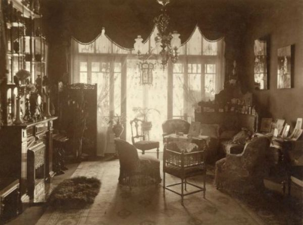 Adriaan Boer - Interior of a woman's private quarters of the house,Netherlands, 1912-1922 | dame-de pique