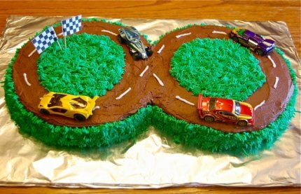 racetrack cake (2 rounds set together)  easy!: Car Cakes, Cakes Ideas, Racing Cars Cakes, Racetrack Cakes, Round Cakes, Dirt Track, Racing Cars Birthday Cakes, Cars Birthday Parties, Racing Track