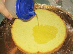 Per fare una deliziosa torta farcita, è indispensabile sapere come fare la bagna per torte e bagnare quindi il pan di spagna per rendere la torta più morbida e adatta ad essere farcita a piacere. La bagna per torte altro non è che uno sciroppo, a base di acqua e...
