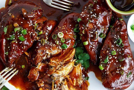 Une douce recette de poulet asiatique que l'on fait mijoter tranquillement et qui est succulente! La sauce est particulièrement bonne.