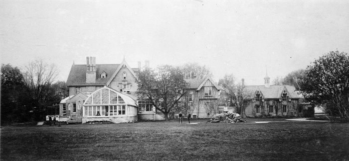 Macpherson, Sir David, 'Chestnut Park', Yonge St., e. side, betw. Roxborough St. & Rowanwood Ave. : Toronto Public Library