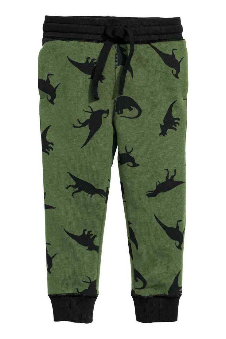 Спортивные брюки: CONSCIOUS. Брюки из футера меланж из органического смесового хлопка. Талия брюк на резинке и кулиске. Боковые карманы. Широкая трикотажная резинка внизу штанин.
