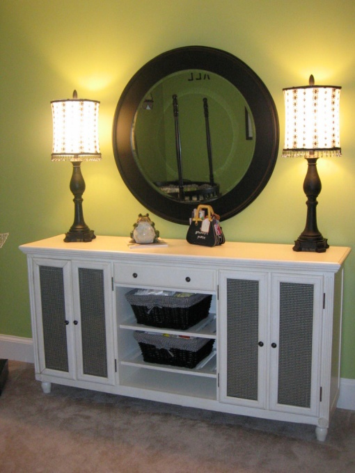 !!Guest Room, White Dressers, White Nurseries, Apples Green, Green Playrooms, Living Room, Black White, Lamps Mirrors, Green Nurseries