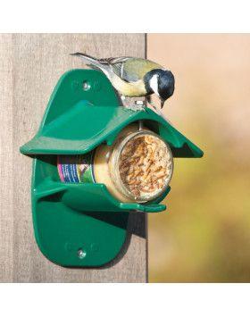 Génial et ingénieux, le support en métal pour pot de beurre de cacahuètes. Simplet efficace. Chez Vivara grâce à Nature Corner.