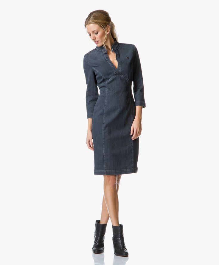 Stijlvolle figuurvolgende denim jurk van Armani Jeans met getailleerde deelnaden voor een flatterend en afslankend silhouet. Deze donkergrijze jurk.
