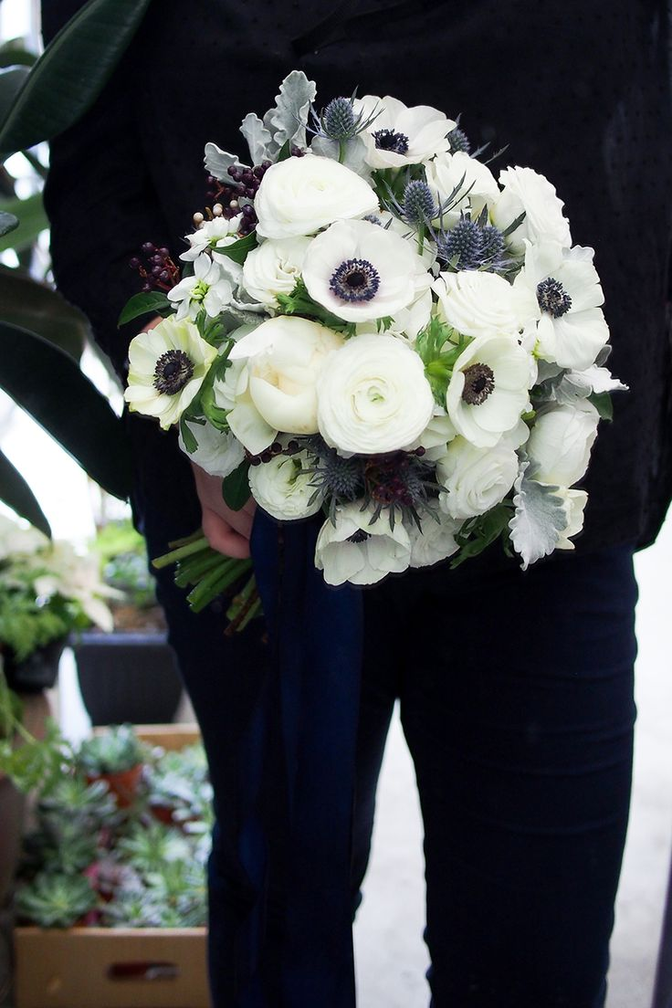 Floral bouquet in auspicious shades of grey, white, black and blue according to the rat zodiac sign // We reached out to Singapore Feng Shui Master, Kevin Foong for his auspicious colour forecasts based on the Chinese horoscope, and are thrilled to show you these beautiful bouquets and boutonnieres for each of the auspicious colour forecast