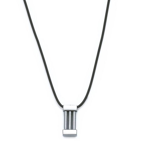 Collier en caoutchouc avec son pendentif en acier et inox. Il peut s'adapter très facilement en ras de cou jusqu'à 45 cm grâce à un noeud coulissant - Matière : Caoutchouc, acier et inox - Longueur : Du ras de cou jusqu'à 45 cm - Grandeur Pendentif : 2,8 cm X 1,1 cm - Couleur : noir et acier - http://www.cemonstyle.com/contents/fr/p303_Collier-pendentif-homme-acier-inox-caoutchouc.html