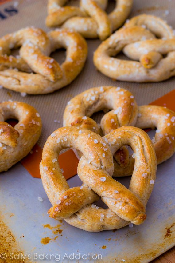 30 Minute Homemade Soft Pretzels by sallysbakingaddiction.com
