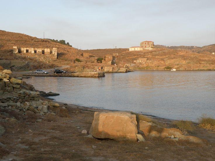 Όρμος Βουρκαριού. Χερσόνησος της Κόκκας. Τα ερείπια της βιομηχανικής κοινότητας της Κόκας. (Αποθήκες κοκ που εγκατέστησε Αγγλική εταιρία στο τέλος του 19ου αιώνα για την ανθράκευση των ατμοπλοίων).