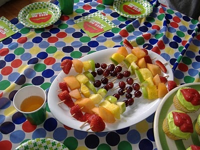 rainbow kabobs for st. patricks day: I M Irish, Rainbows Fruit, Rainbows Theme, Fruit Kabobs, Kisses Me, St Patricks Day, Parties Ideas, Parties Kids, Parties Fun