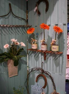 Using old metal garden rakes as 'shelves' is simply genius!