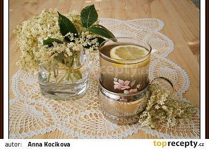 Bezový sirup z květů černého bezu