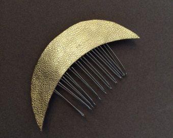 Metallisches Gold Leather Crescent Moon Celestial Haar-Kamm
