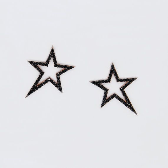 These charming girls are the earrings of the Star Necklace is inspired from the extinguished star. If they are weared as 3 parts, they forms a big