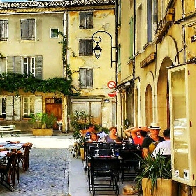 What's your favorite sidewalk cafe in Provence? This quaint one is in Buis-les-Baronnies. Regram @merveillesdeprovence. #provence #provencestyle #france #France #sidewalk #cafe #outdoordining