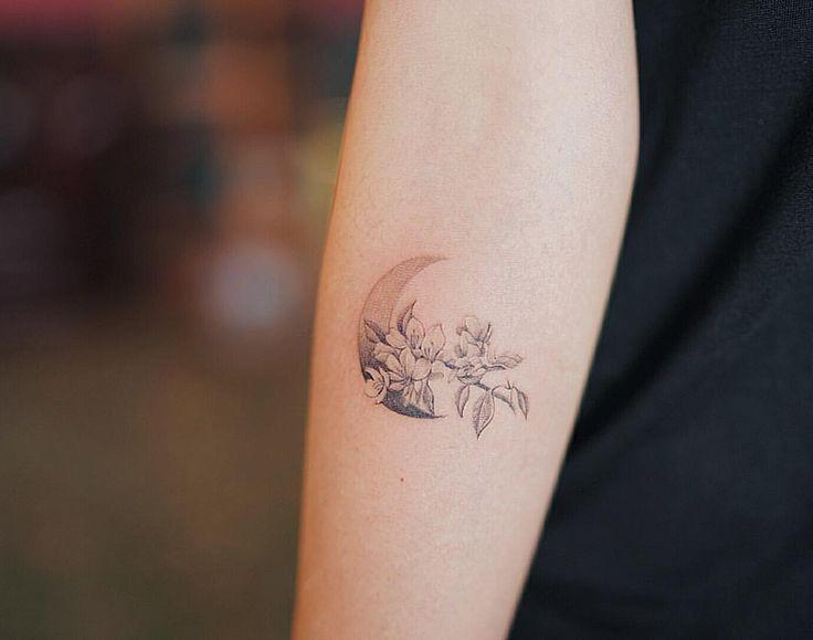 은은한 꽃과 달 . . #tattoo#tatoo#nandotattoo#moontattoo#flowertattoo#타투#미니타투#꽃타투#달타투#팔타투#타투도안#난도타투
