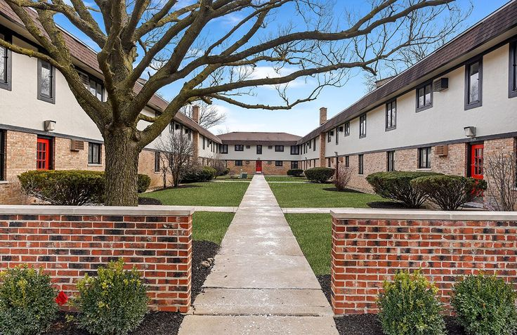 The #Clarendon Apartment Homes offers pet-friendly one and two bedroom homes in the affluent and prestigious community of #ClarendonHills, Illinois. Come take a tour today!