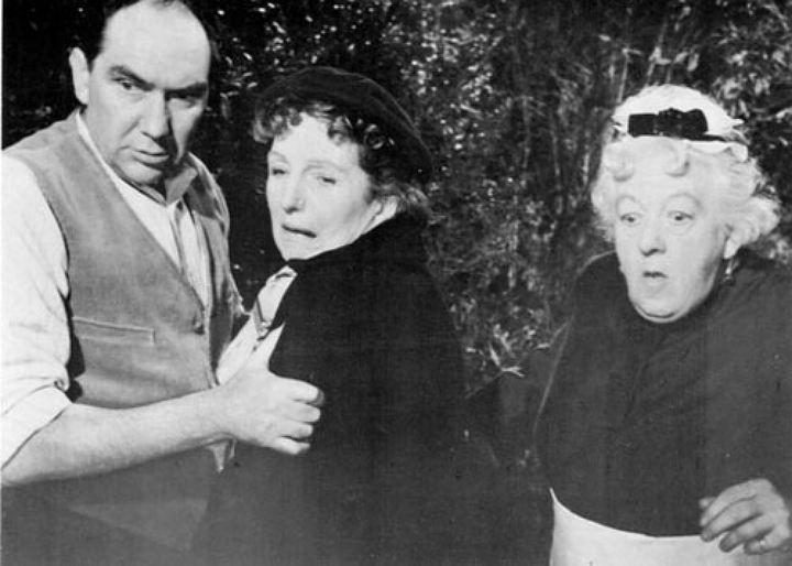 """""""В 4:50 от Паддингтона"""" М.Рутерфорд в роли мисс Марпл (справа). Рядом Джоан Хиксон"""