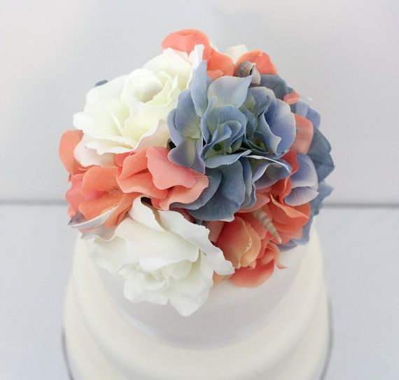 Boda de la torta - Coral, océano azul Hortensia, flor de seda color de rosa crema pastel Topper Shell acentos, tarta flores, boda de playa