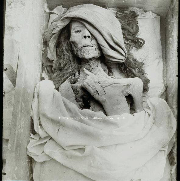 """Queen Tiye mummy in her coffin. Tiye (c. 1398 BC – 1338 BC) was the daughter of Yuya and Tjuyu. She became the Great Royal Wife of the Egyptian pharaoh Amenhotep III. She was the mother of Akhenaten and grandmother of Tutankhamun. Her mummy was identified as """"The Elder Lady"""" found in the tomb of Amenhotep II (KV35) in 1900."""