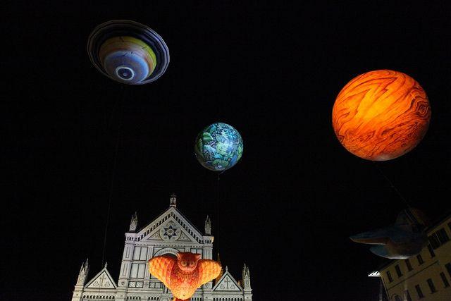 Piazza Santa Croce, Plasticiens Volants, spettacolo di sculture aerostatiche
