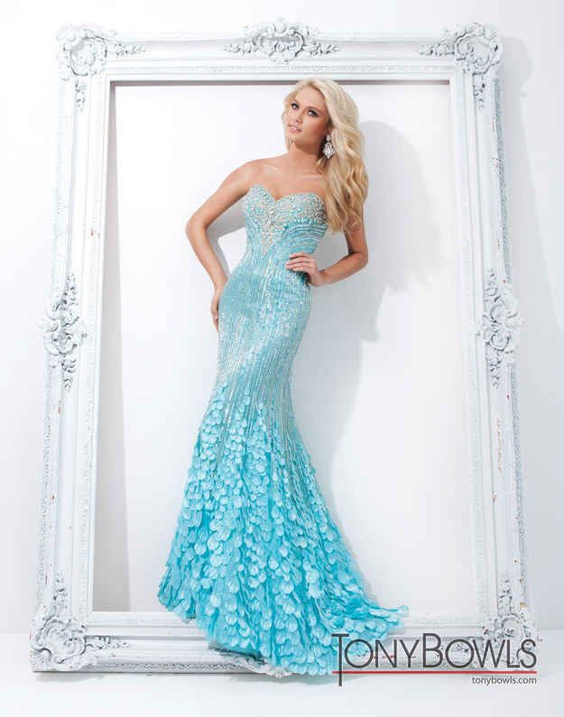 Get your inner ice princess on with this elsa-indpired dress! Find even more dresses... Click read more!