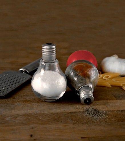 Achetez votre salière et poivrière en forme d'ampoules sur lavantgardiste.