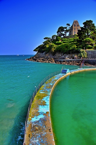 17 best images about chez moi on pinterest old buildings for Piscine dinard