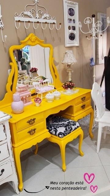 penteadeira amarela vintage