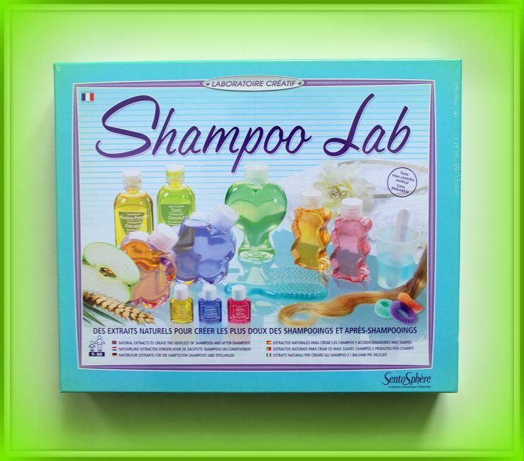 TWÓJ POMYSŁ NA PREZENT-  FABRYKA SZAMPONÓW- SHAMPOO LAB Rewelacyjny kreatywny produkt Sentosphere. Czy samodzielne wyprodukowanie szamponu nie przekona najbardziej opornego dziecka do mycia włosów? A może zachęci do kolejnych chemicznych eksperymentów? Być może. Zestaw do produkcji szamponu i odżywki Shampoo Lab z pewnością natomiast ucieszy każdą dziewczynkę i każdego chłopca marzących o orygnialnym i niepowtarzalnym prezencie.