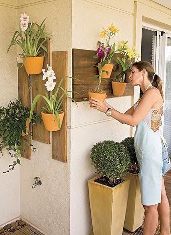 Uma idéia para organizar aquelas orquideas espalhadas na sacada!