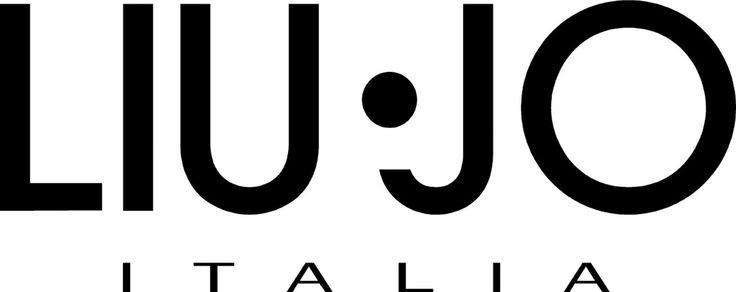 LIU JO е плодът на брилянтната модна интуиция на братята Марки. Всичко започва в италианската местност Карпи, известна с висококачествения  трикотаж и утвърдила се като главен двигател на италианската индустрия. В модния свят LIU JO играе водеща роля, благодарение на широката и разнообразна гама от облекла, обувки и аксесоари.