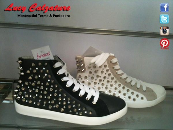Scarpe da Tennis con Borchie e Strass   #women #fashion #shoes #scarpe #black #white #moda #primavera #estate