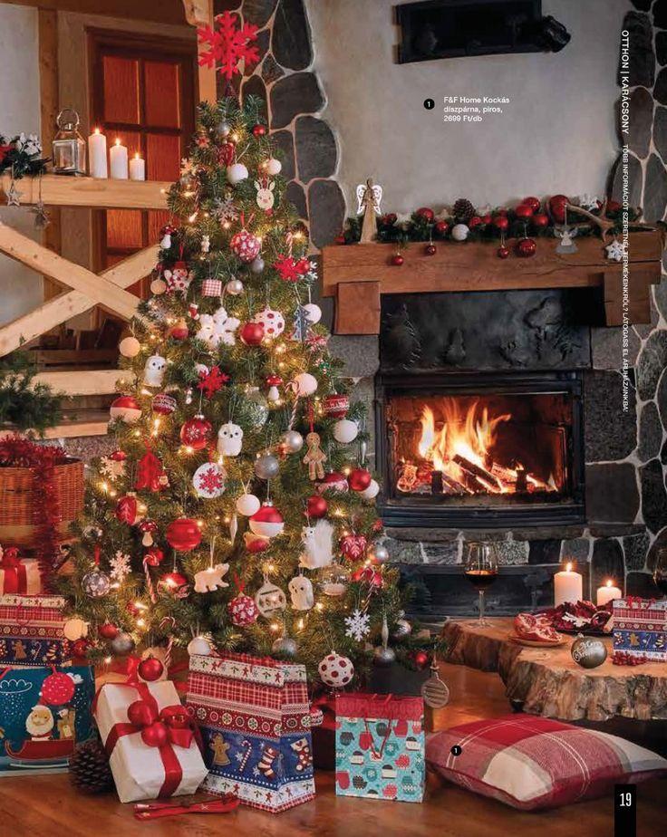 Piros-fehér karácsonyfa dekoráció #karacsonyfa #karacsony #dekoracio #kandallo #unnep #tescomagyarorszag