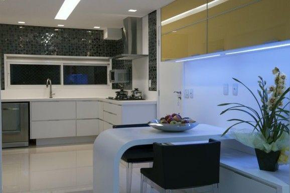 Fabricados em mdf ou mdp, os móveis planejados são práticos, bonitos e economizam espaço. Conheça as peculiaridades dos dois materiais e acerte na escolha.
