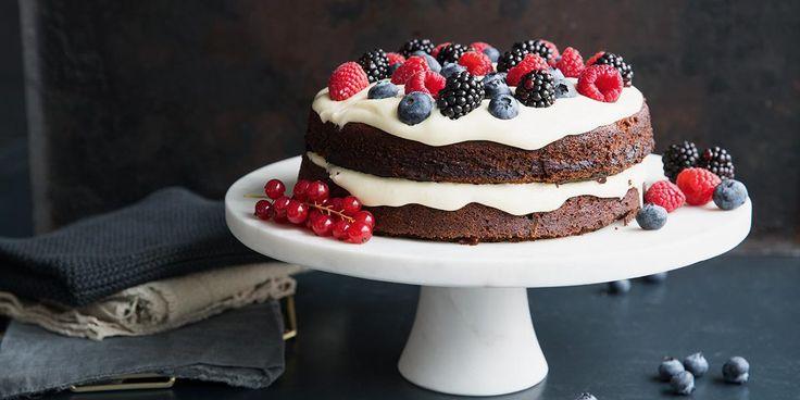 Visste du at rødbeter og sjokolade er fantastisk godt i en sjokoladekake? Oppskrift på uimotståelig sjokoladekake med rødbeter og herlig kremostglasur.