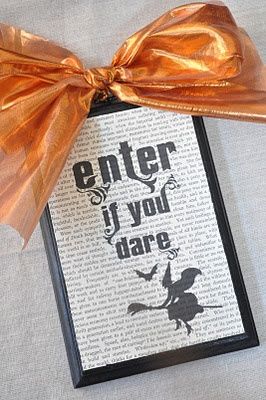 Little Birdie Secrets: halloween tulle wreath {tutorial}