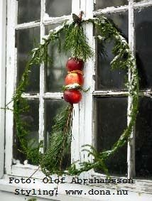 simple evergreen and apple winter wreath