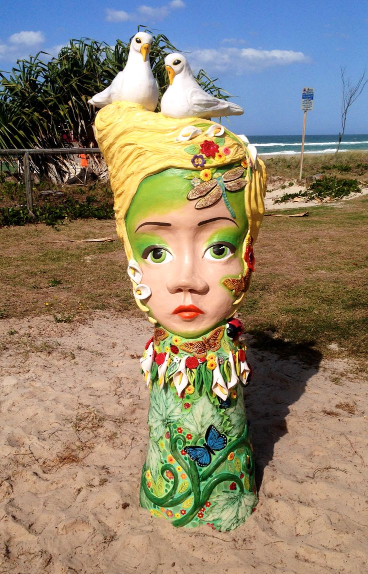 A report by Emma MacGregor From 12–21 September 2014, Currumbin Beach on the Gold Coast hosted the annual Swell Sculpture festival. The 66 exhibitors at the festival showcased a broad spectrum of o...