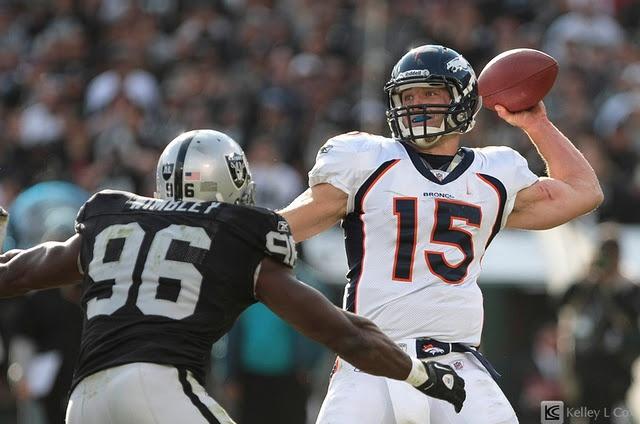 Denver Broncos defeat the Oakland Raiders 38-24