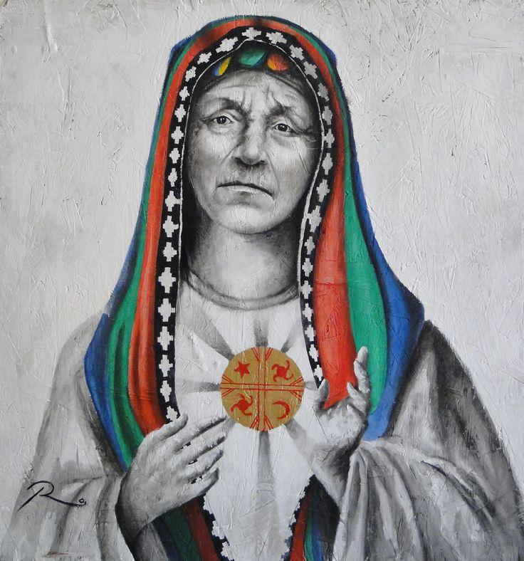 """Virgen Wenufoye. Tomando la iconografía masiva de la virgen es modificada hasta el punto en que desaparecen sus características faciales más asociativas a esta figura religiosa, llevándolas a la fisionomía de una mujer araucana, cuyo sagrado corazón es el cultrún (instrumento musical que en su diseño ejemplifica la cosmovisión mapuche) El manto hace referencia a la bandera (Wenufoye) de los mapuches, que significa """"Canelo del cielo"""". De esta forma se encarga de divinizar la cultura Araucana."""
