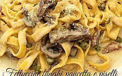 Fettuccine con piselli pancetta e funghi