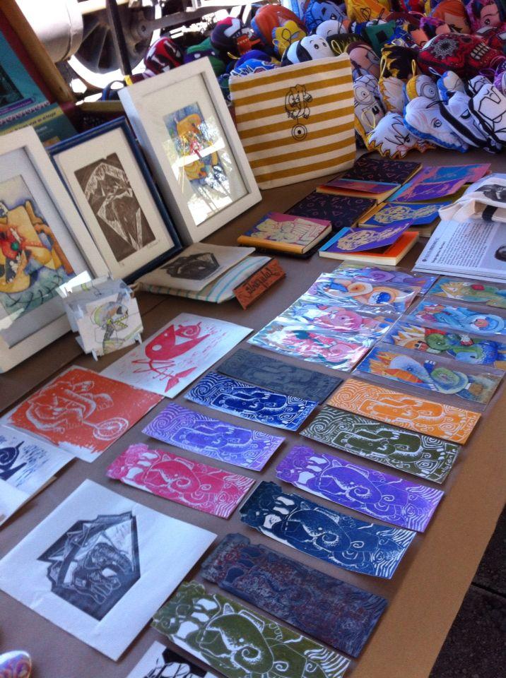 Exponiendo en el museo, entre separadores en acuarela y grabado, textiles, libretas con diseños, piezas y mucho más...