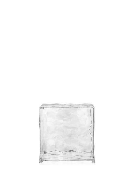 Optic Meuble De Rangement - Un Objet D'émotion: Un Cube à Facettes Transparent Et Miroité Qui, Grâce à Un Étonnant Jeu De Couleurs Et De reflets, Crée Une Atmosphère Spéciale. Optic Est Un Conteneur Réalisé En PMMA Et Disponible En Deux Versions: avec Battant Ou Ouvert Sur Un Côté. La Surface Est Réhaussée De Pyramides à Base Carrée Légèrement En Relief qui, Grâce à La Surface Miroitée Ou Transparente, Créent Un Effet Optique Surprenant. Optic Est Un Cube De 41 x 41 x 41 Cm Qui Offre De ...