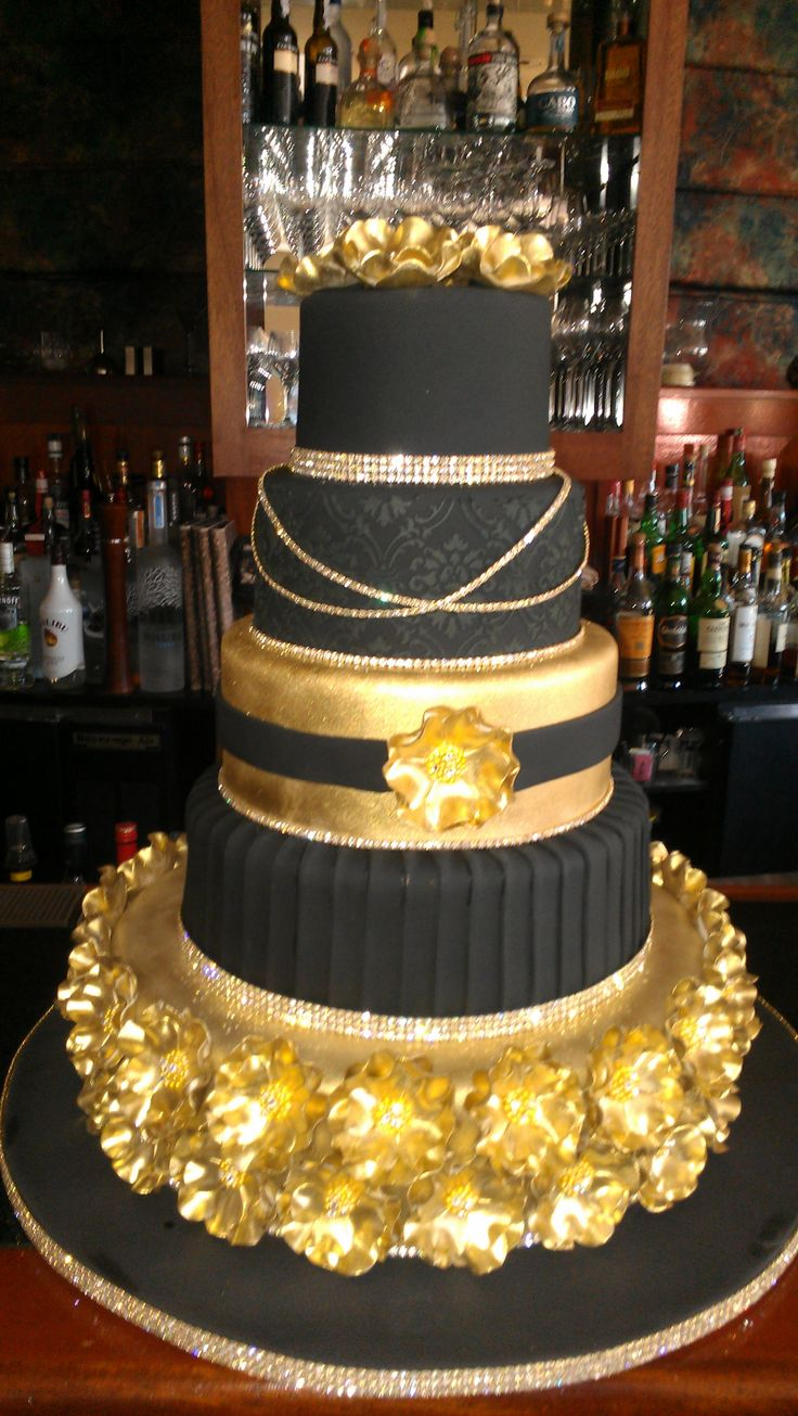 gold and white wedding cake ideas white and gold wedding gold black wedding cake don t like 14744