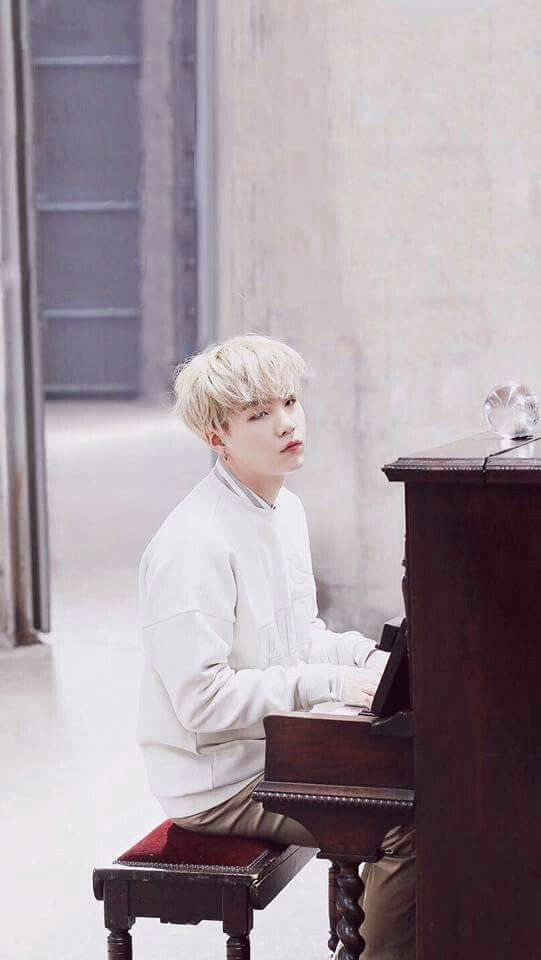 I just LOVE Suga playing the piano ❤️️❤️️❤️️