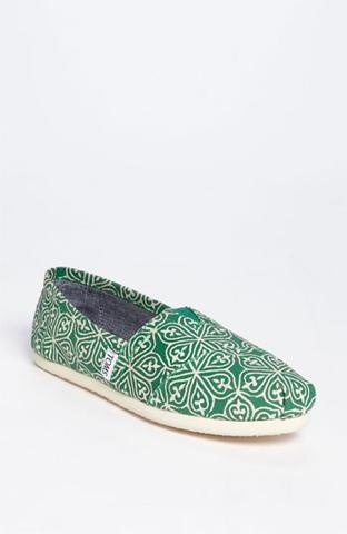 TOMS...are these green TOMS not the cutest things ever? I'm envisioning so many outfits with them. Yesssss.