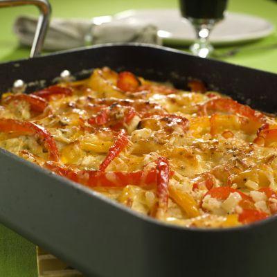 2-3 ss olivenolje 5-6 tomater 8 kyllingfileter 1 løk 2 fedd hvitløk 1 gul paprika 1 rød paprika 3...