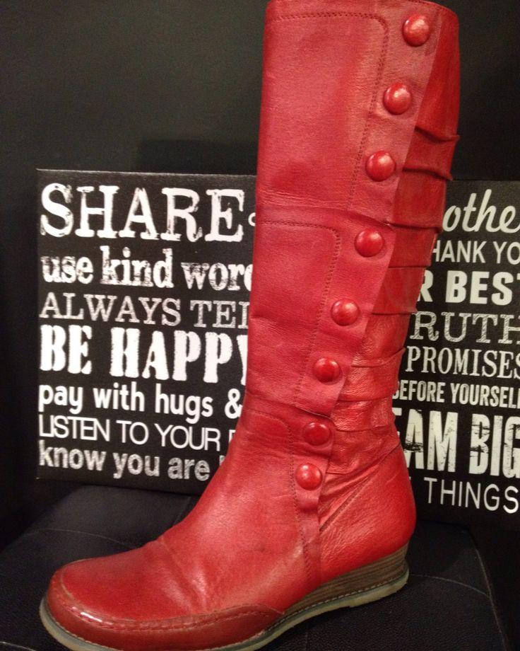 #mizmooz boots size 9