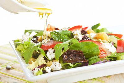 Salade met geitenkaas, walnoten, hennepzaad en/of hennepolie http://hennepolie-hennepzaadolie.blogspot.com/2015/12/salade-met-geitenkaas-walnoten.html